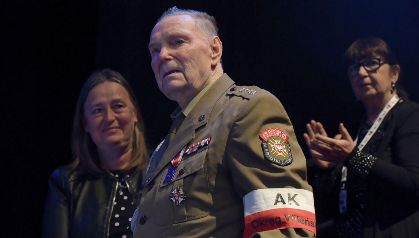 Sygnetem Niepodległości jako pierwszy został odznaczony ponad 90–letni Eugeniusz Siemaszko (fot.  PAP/Roman Jocher)