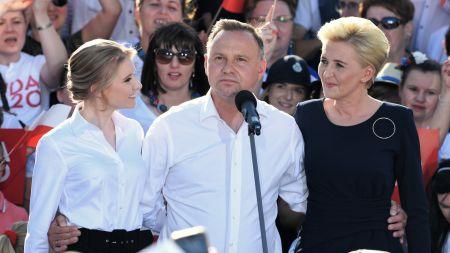 Prezydent RP Andrzej Dud z żoną Agatą Kornhauser-Dudą oraz córką Kingą Dudą (fot. PAP/Darek Delmanowicz)