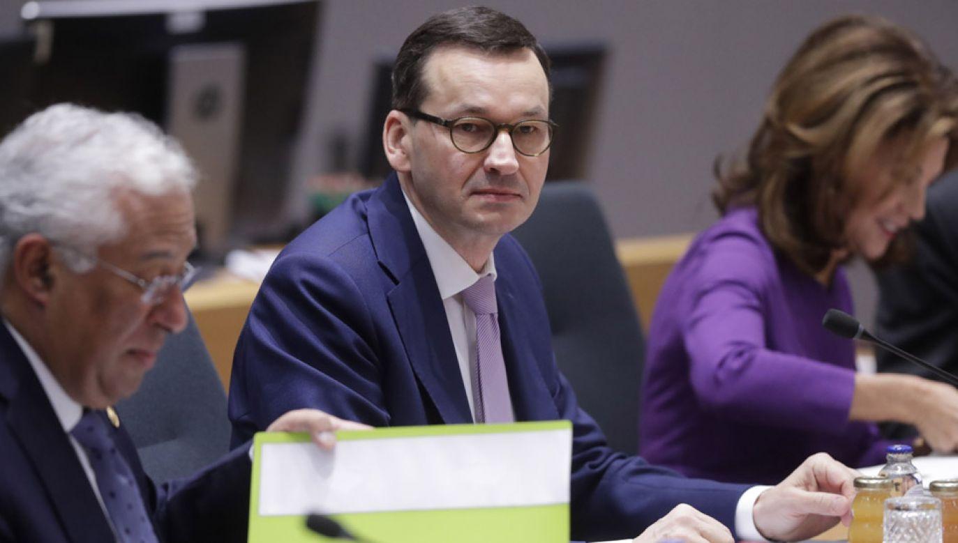 Premier Morawiecki podczas unijnego szczytu w Brukseli (fot. PAP/EPA/OLIVIER HOSLET)
