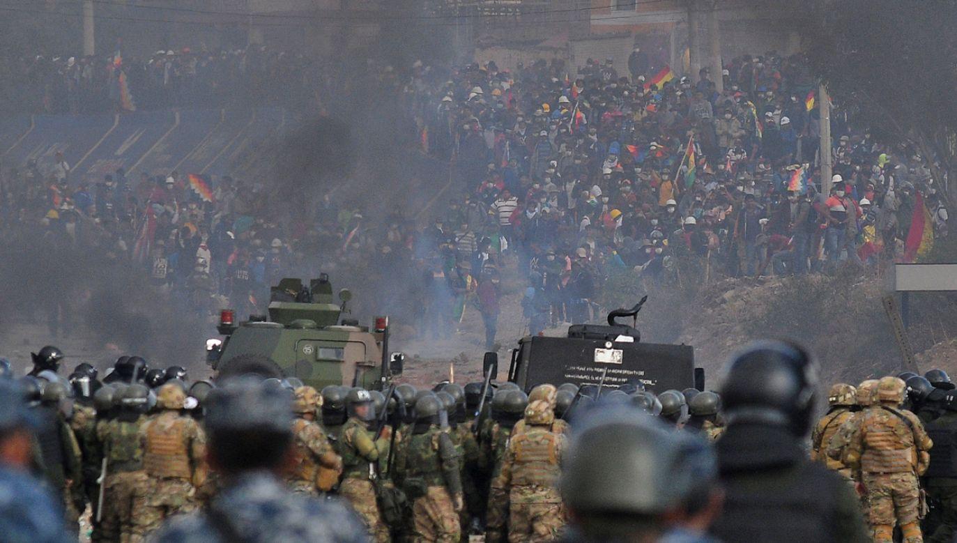 W starciach w Boliwii  zginęło pięć osób a co najmniej 75 zostało rannych (fot. PAP/EPA/JORGE ABREGO)