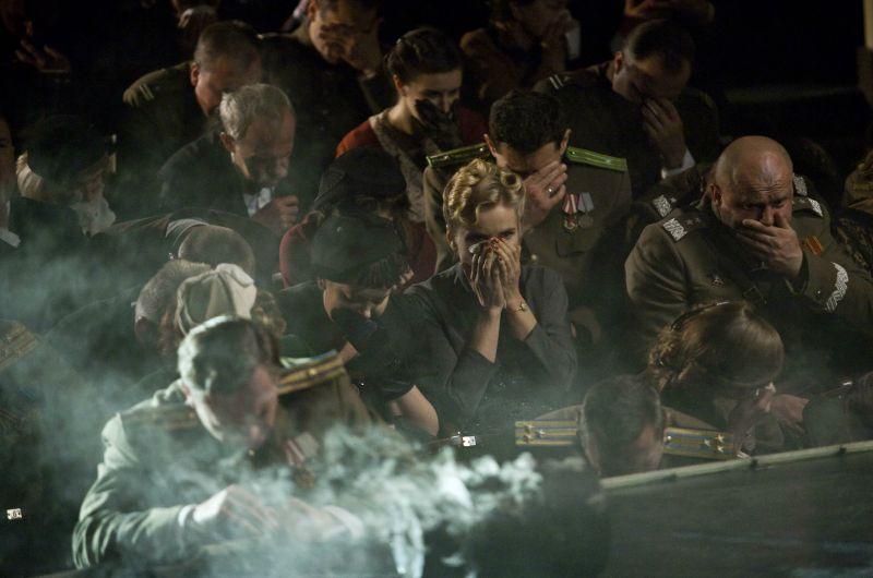 W teatrze uroczysta premiera zostaje przerwana wybuchem gazu (fot. M. Zielska)