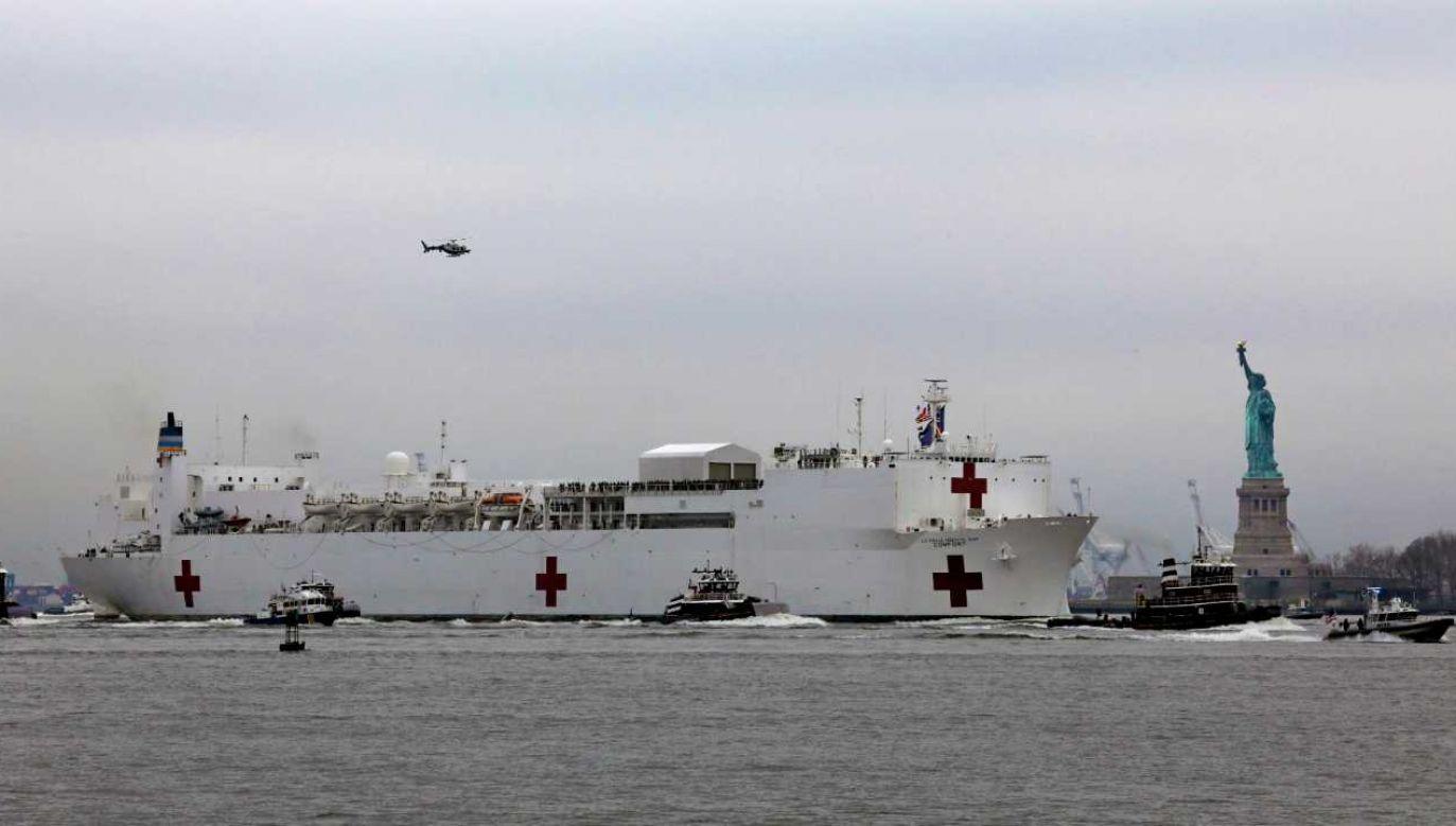 USNS Comfort przypłynął do Nowego Jorku (fot. PAP/EPA/Peter Foley)