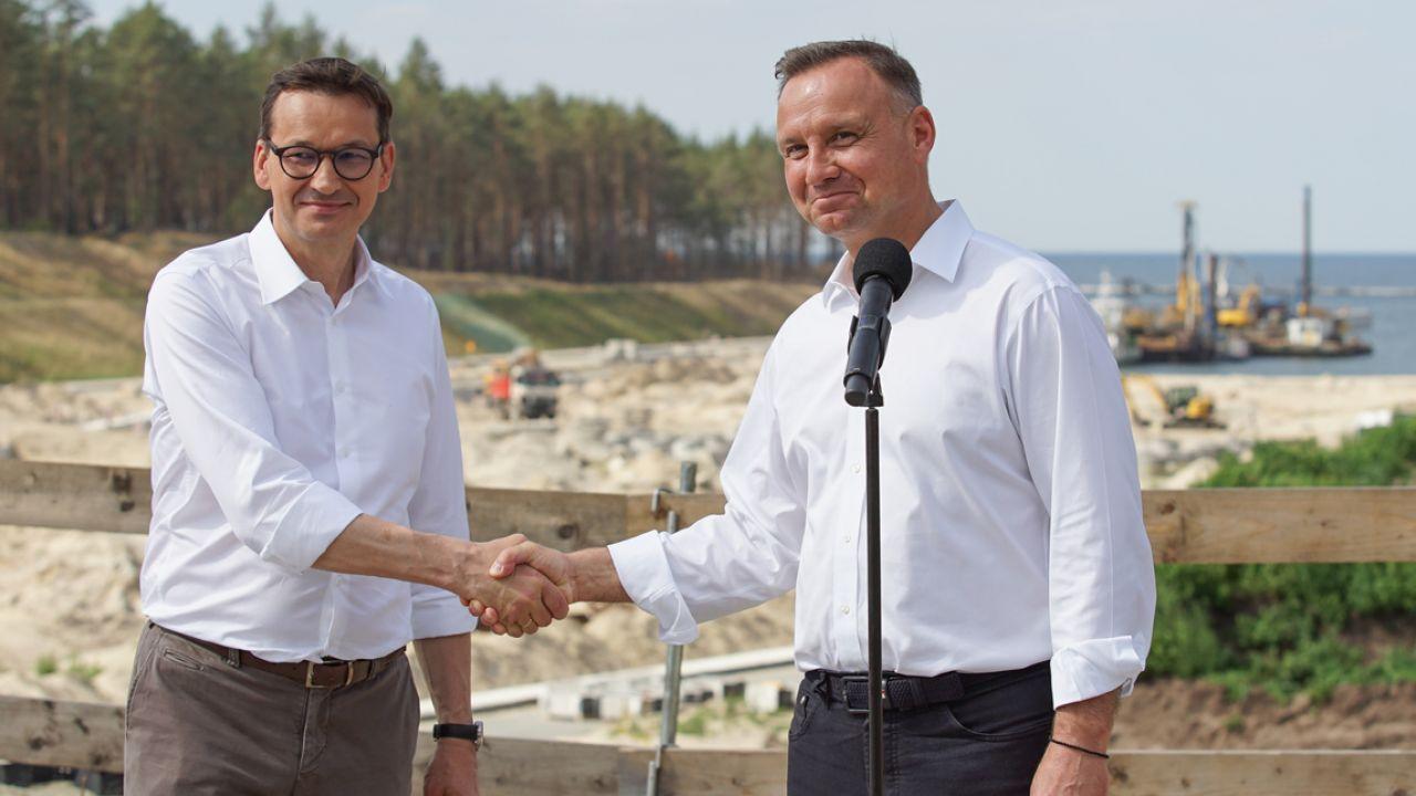 Sondaż. Andrzej Duda i Mateusz Morawiecki w czołówce (fot. Michal Fludra/NurPhoto via Getty Images)