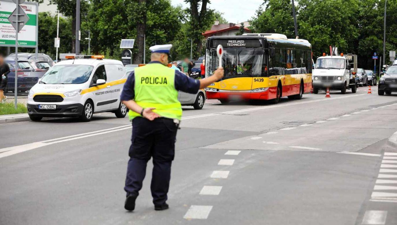Kontrole będą przeprowadzać funkcjonariusze stołecznego Wydziału Ruchu Drogowego (fot. PAP/Rafał Guz)