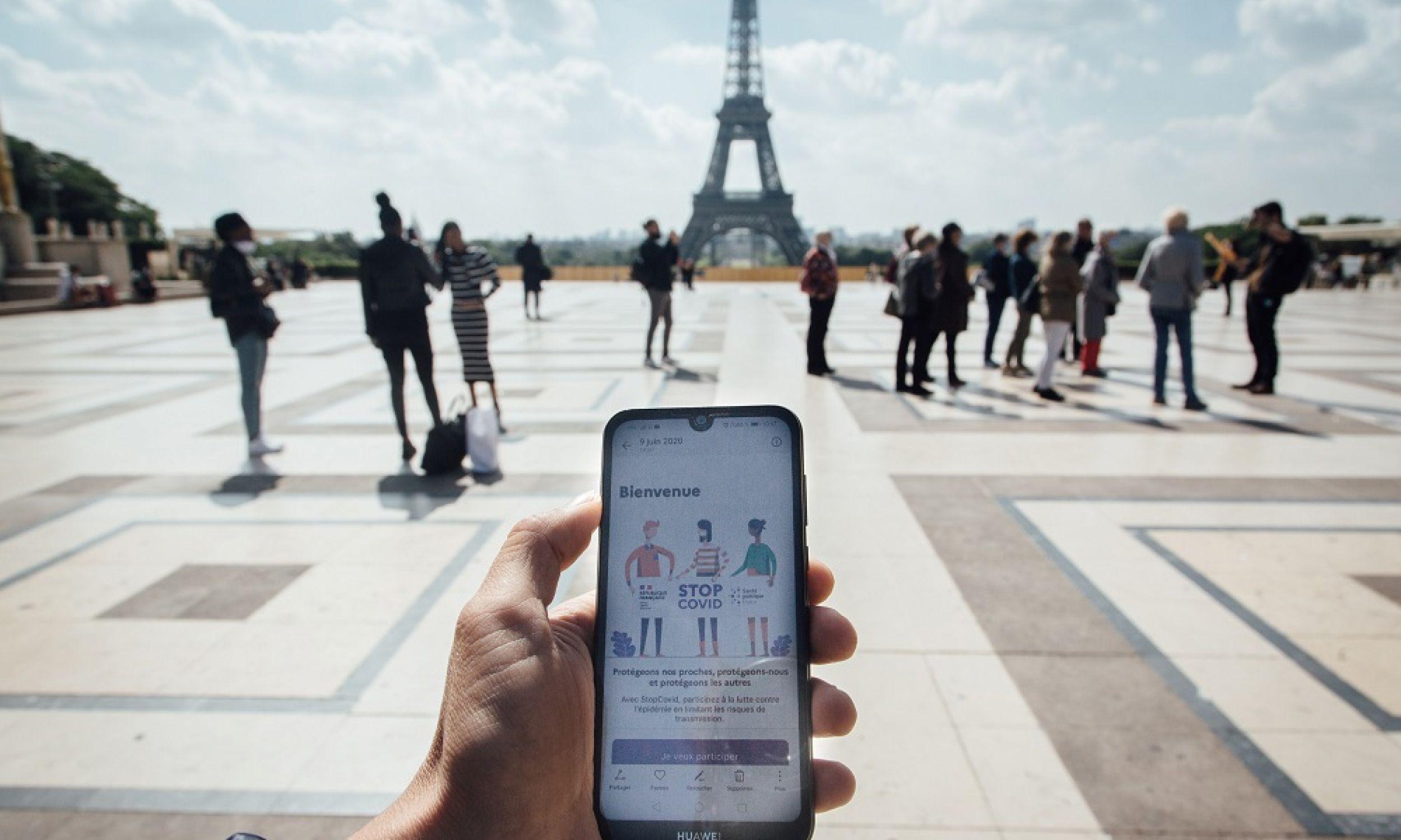 10. Francja. Wprawdzie telefonu czy smartwatcha przy płatnościach używa tylko 2,2 proc. konsumentów, ale relatywnie wysoka jest średnia wartość transakcji: 1180 dolarów na użytkownika przez rok. Fot. Cyril Marcilhacy/Bloomberg via Getty Images