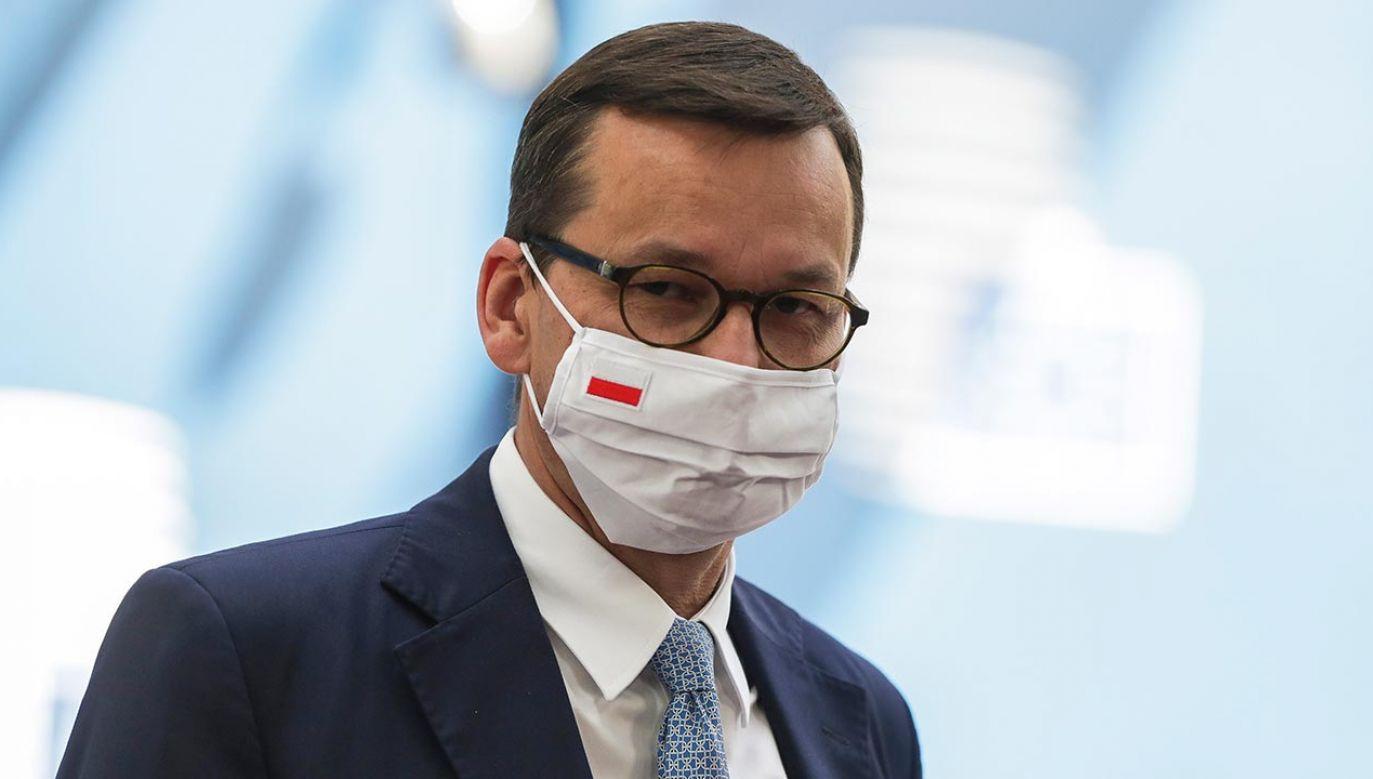 – Wpiszemy kwestię dotyczącą noszenia maseczek do ustawy. Usuniemy niepewności – powiedział premier Morawiecki (fot. PAP/EPA/STEPHANIE LECOCQ / POOL)