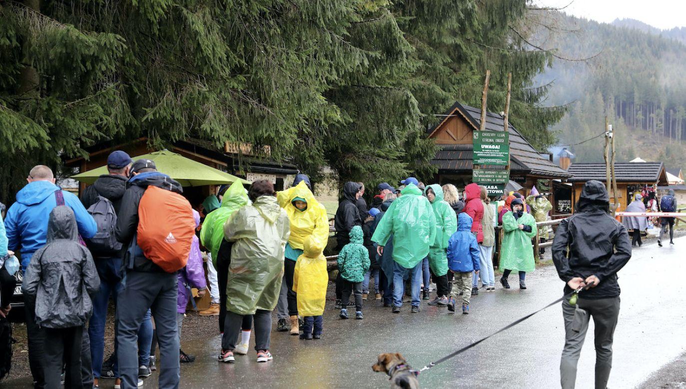 Ludzie pomogli turyście, który uległ wypadkowi w górach (fot. arch.PAP/Grzegorz Momot)