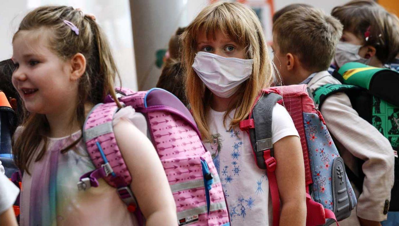 Szkoły zamknięto w większości krajów (fot. PAP/EPA/FELIPE TRUEBA)