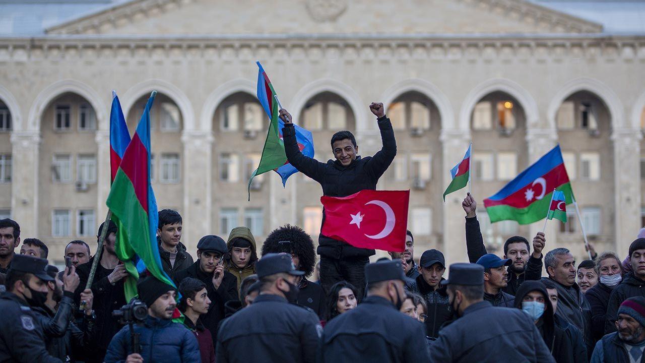 W tej operacji naprawdę wygrały Turcja i Rosja (fot. Arif Hudaverdi Yaman/Anadolu Agency via Getty Images)