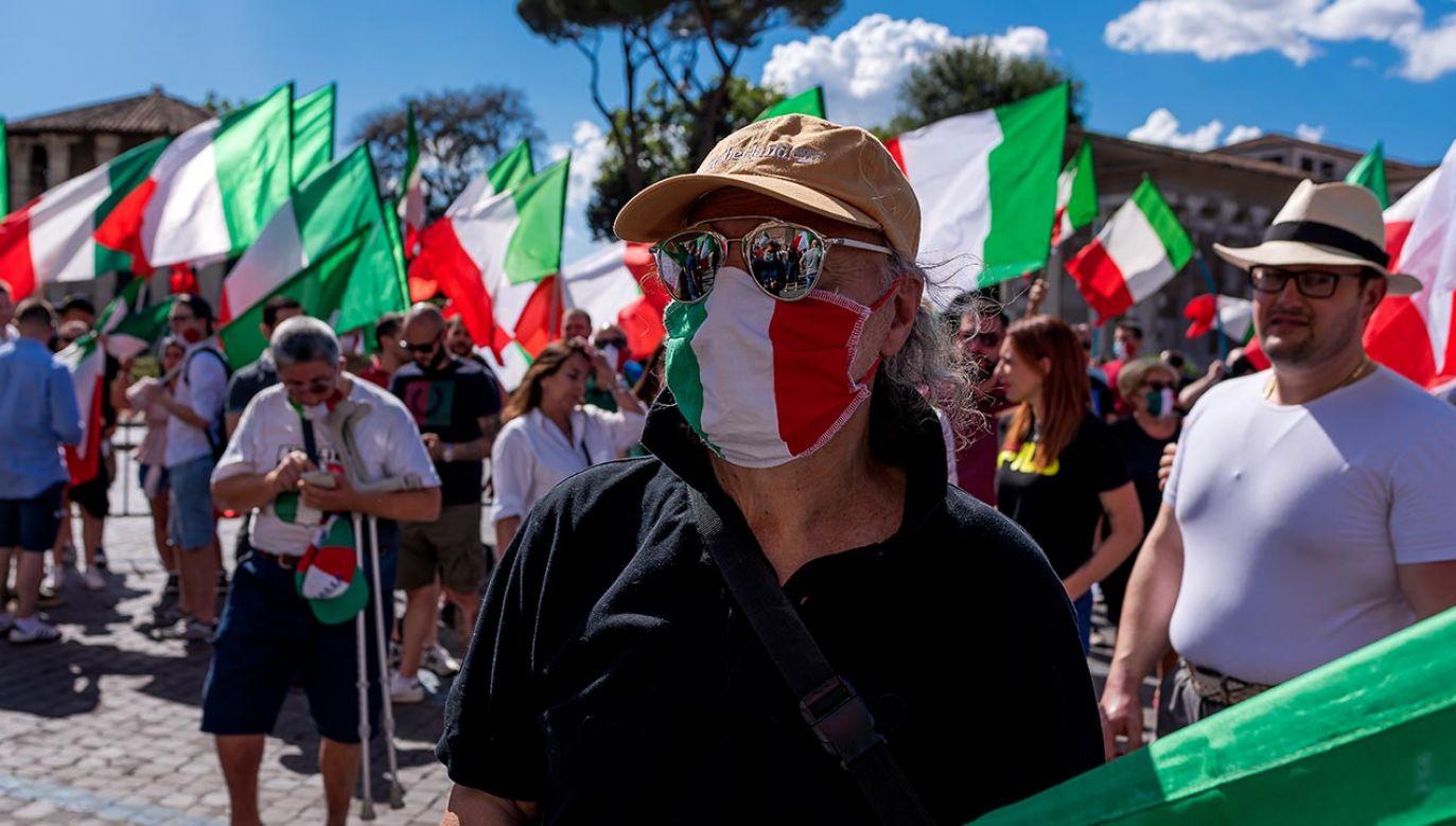 Na efekty obostrzeń trzeba będzie poczekać co najmniej 14 dni (fot. Stefano Montesi - Corbis/ Getty Images)
