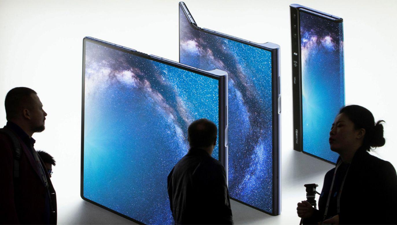 Koncern Huawei jest oskarżany o szpiegowanie (fot. PAP/EPA/ENRIC FONTCUBERTA)