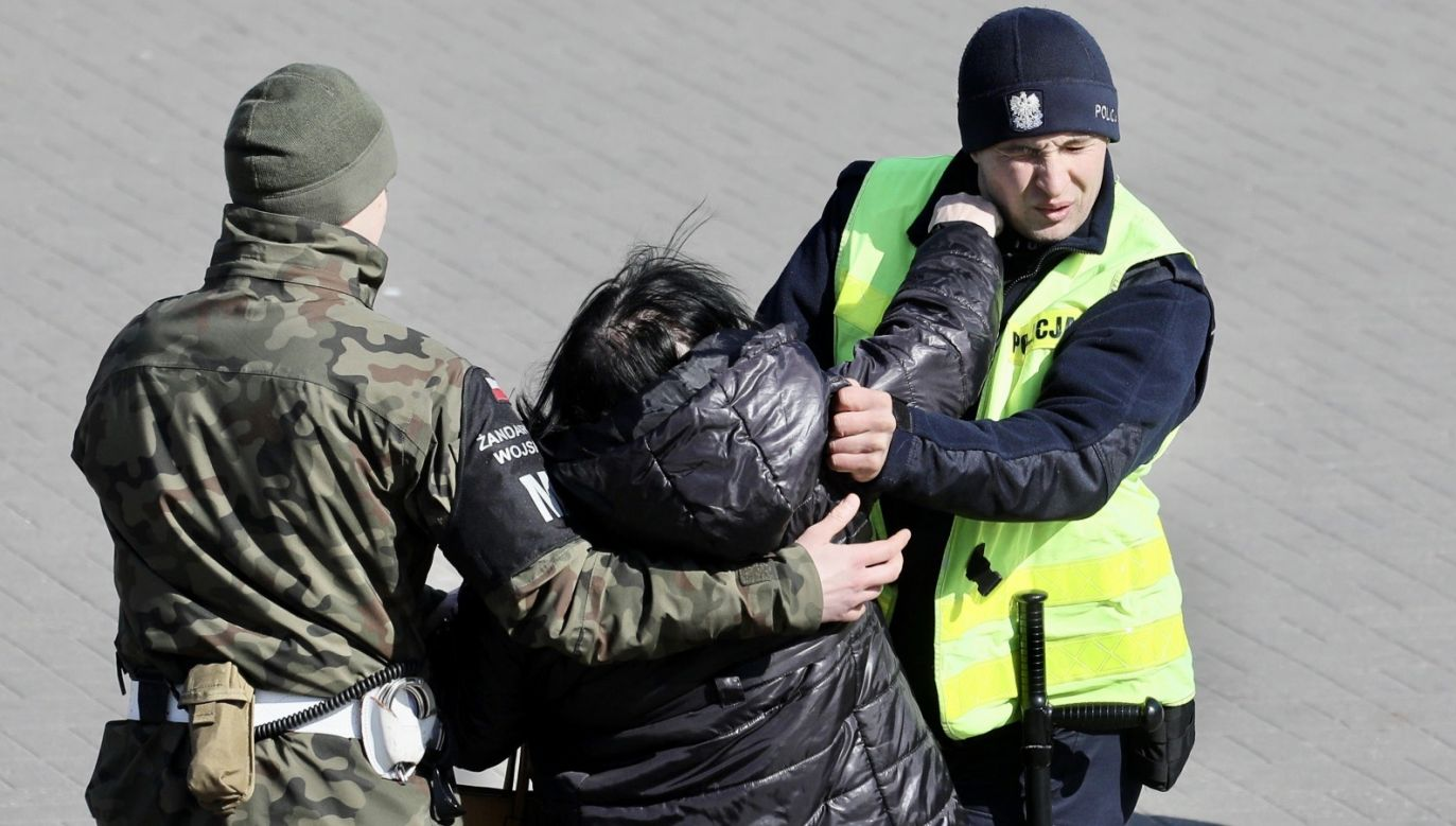 Funkcjonariusze szybko ustalili, że zgłaszający także brał udział w biesiadzie (fot. PAP/Paweł Supernak, zdjęcie ilustracyjne)