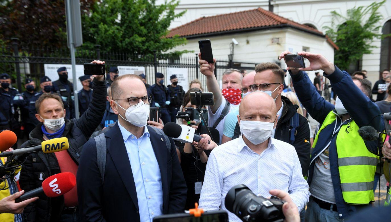 Policja podkreślała, że zgromadzenie jest nielegalne (fot. PAP/Radek Pietruszka)