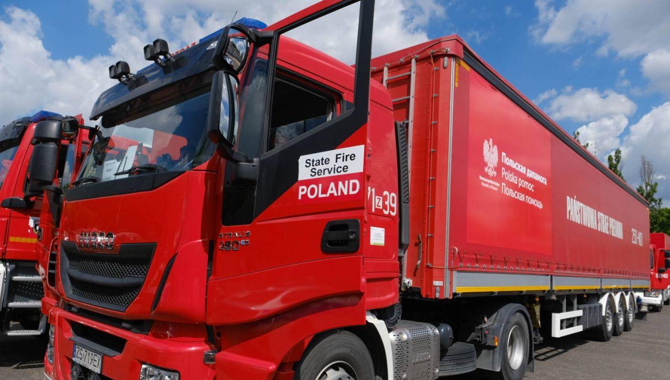 W  drogę wyruszyło 35 pojazdów, w większości ciężarówki PSP oraz SG (fot.  PAP/Mateusz Marek)