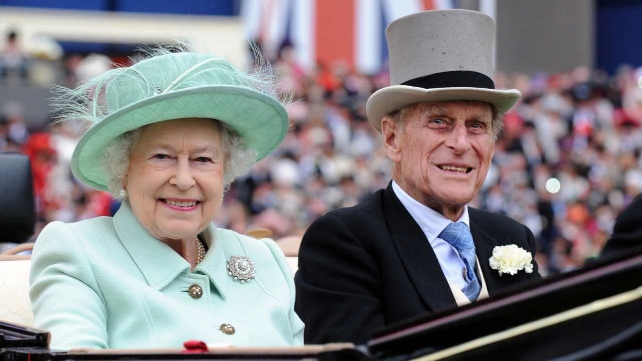 Od połowy marca królowa z księciem Filipem przebywa na zamku w Windsorze  (fot. PAP/EPA/ANDY RAIN)