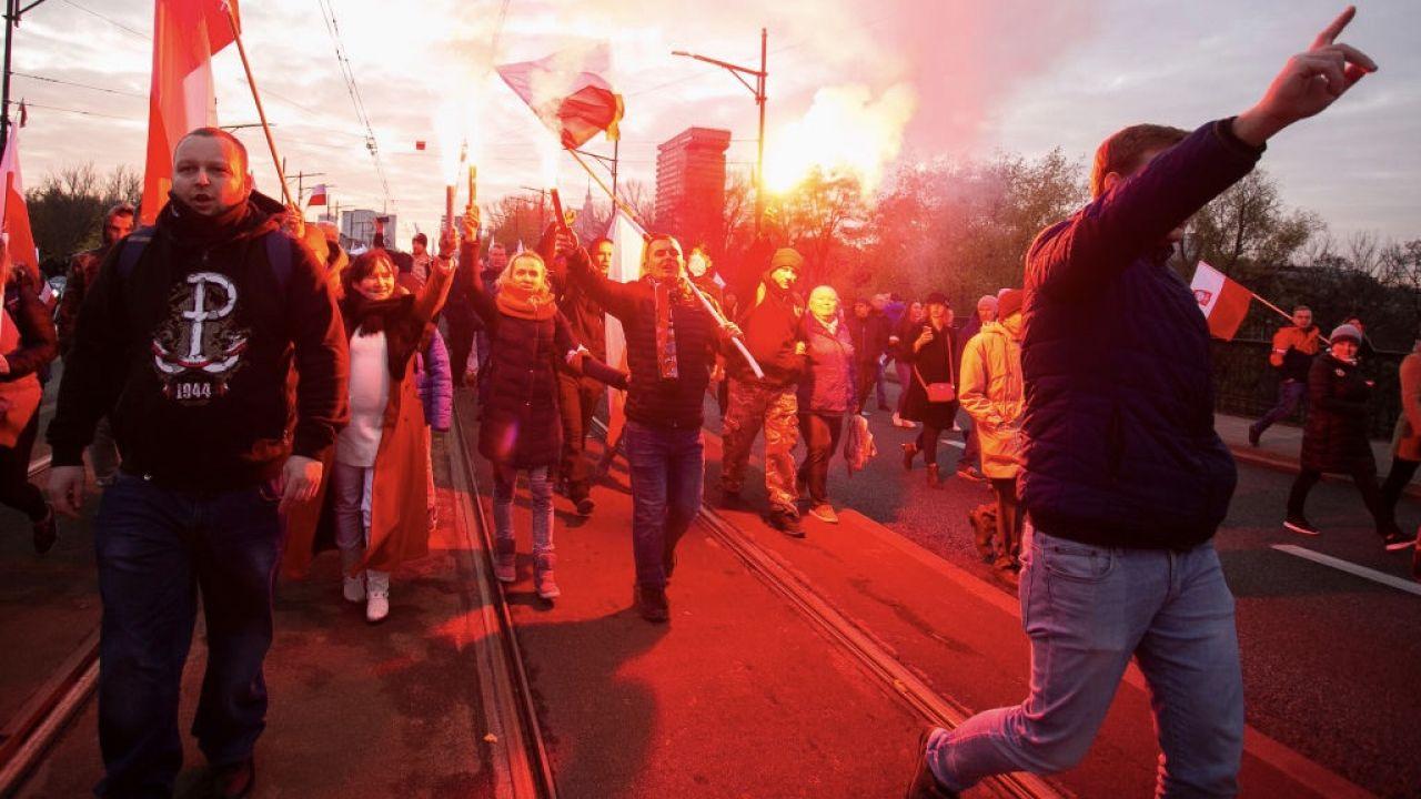 Jeden z Marszów Niepodległości (fot. Krystian Dobuszynski/NurPhoto via Getty Images)