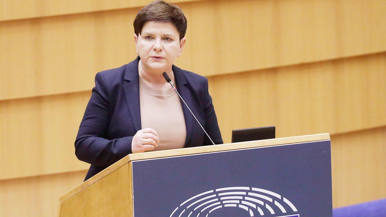 """Beata Szydło: w mediach kolejny dzień """"szydłologii"""" (fot. PAP/EPA)"""