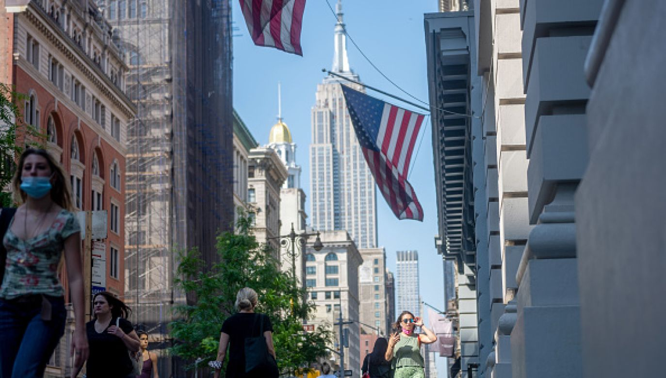 Władze miasta próbują zachęcić nowojorczyków do szczepień (fot. Getty Images)