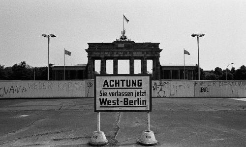 Fragment muru berlińskiego przy Bramie Brandenburskiej. Fot. Colin McPherson / Corbis via Getty Images