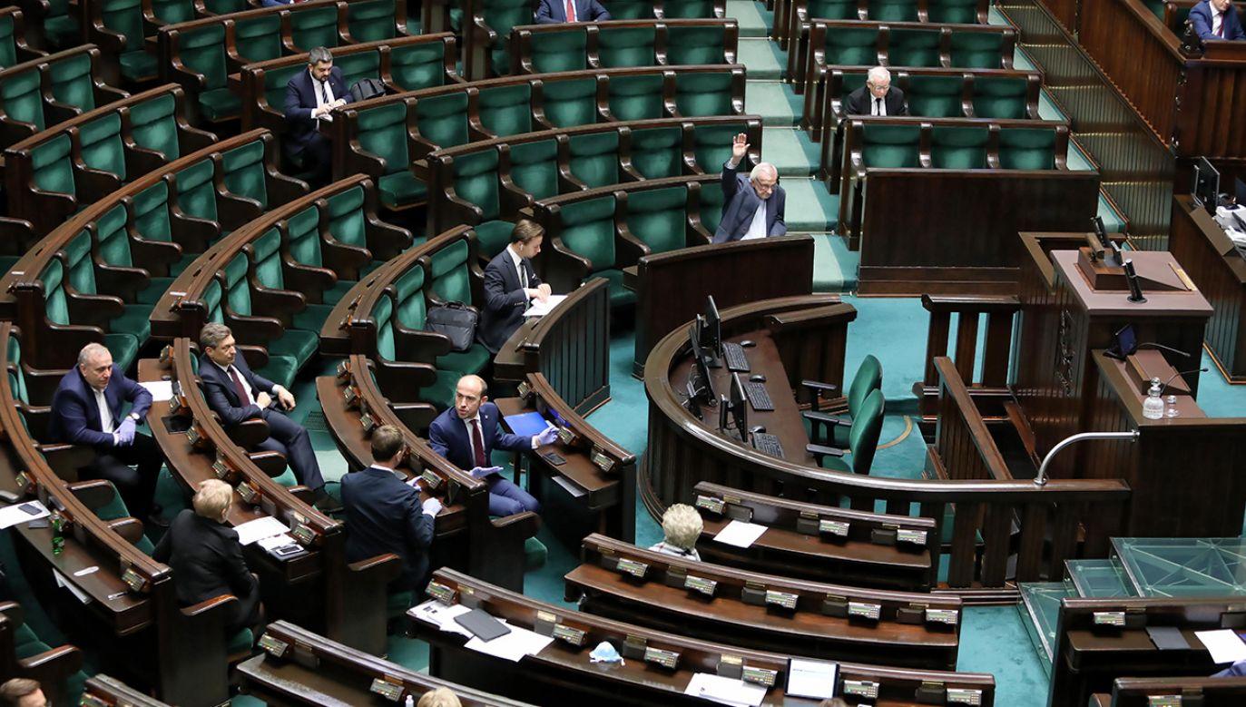 Izba rozpocznie posiedzenie o godz. 16.00 (fot. PAP/Leszek Szymański)