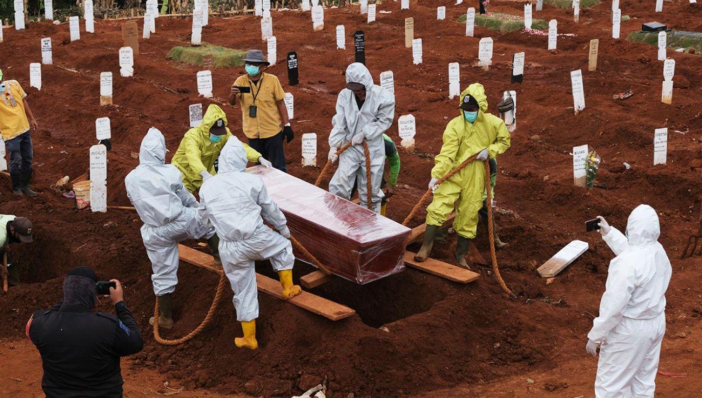 Ubogie kraje wciąż zmagają się z rosnącą liczbą zakażeń (fot. Ed Wray/Getty Images)