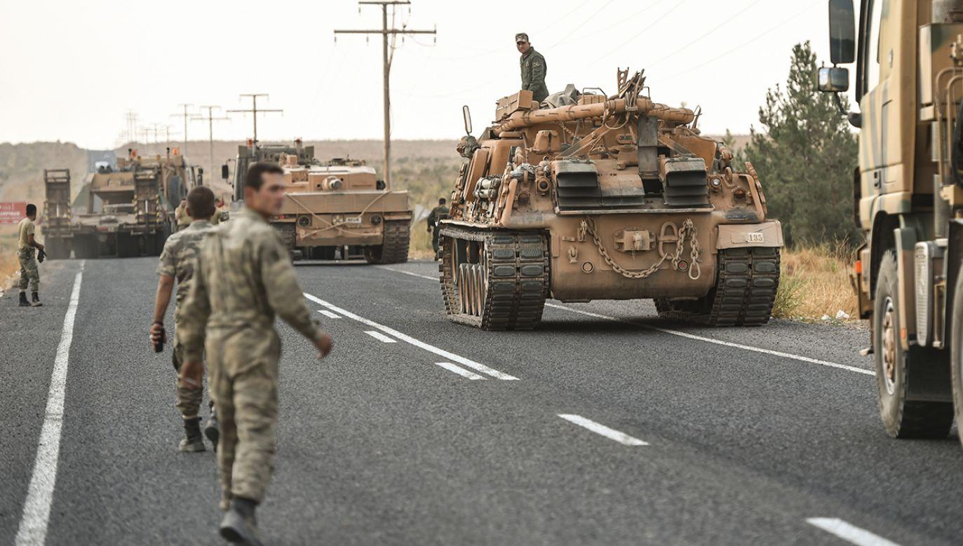 Turcja rozpoczęła ofensywę przeciwko Kurdom na północy Syrii po wycofaniu się stamtąd żołnierzy amerykańskich (fot. Burak Kara/Getty Images)
