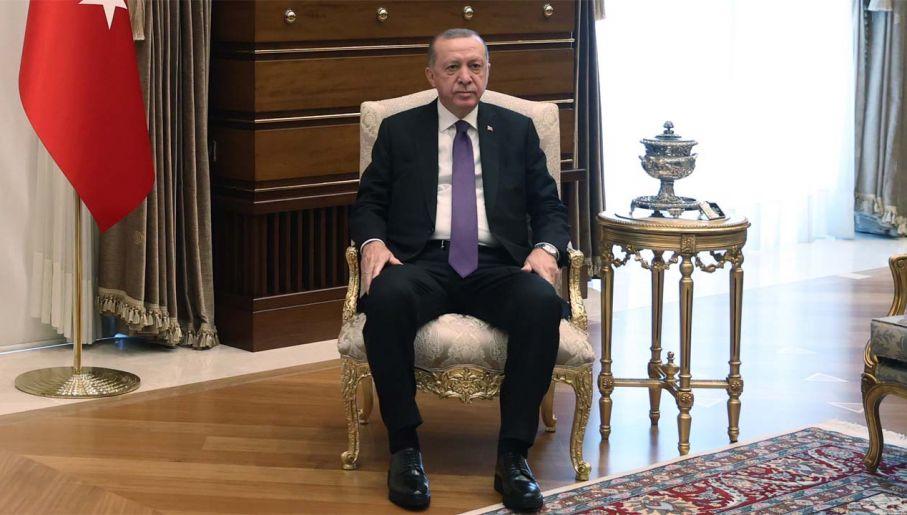 Prezydent Turcji Recep Tayyip Erdogan zdaje się prowadzić grę (fot. PAP/EPA/TURKISH PRESIDENT OFFICE HANDOUT)