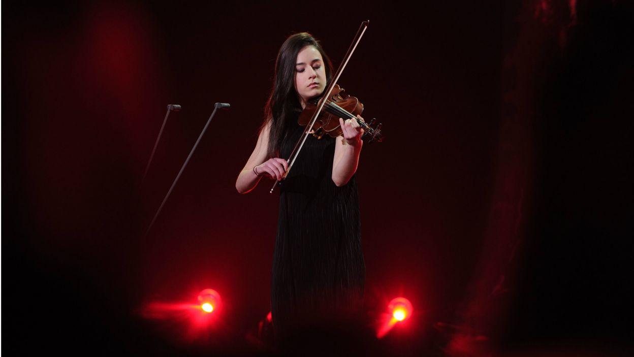 Barbara Żołnierczyk wykonała na skrzypcach utwór Bazziniego. Jurorom spodobała się jej odwaga i pazur z jakim zagrała (fot. N. Młudzik/TVP)