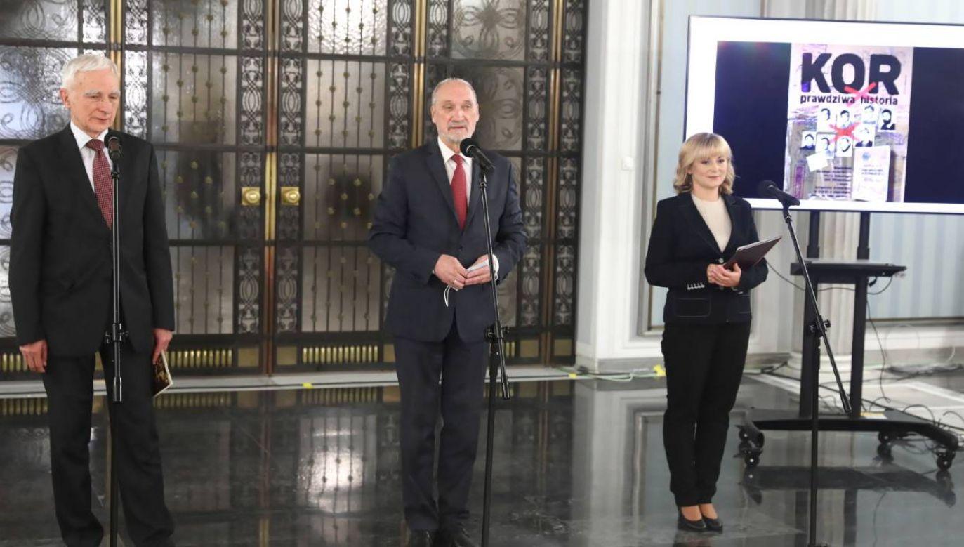 W Sejmie odbyła się w czwartek konferencja związana z 45. rocznicą powstania Komitetu Obrony Robotników (fot. PAP/Tomasz Gzell)