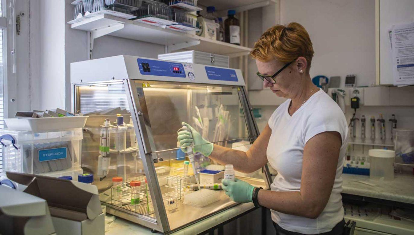 Z powodu Covid-19 na Mazowszu hospitalizowanych jest 255 pacjentów (fot. PAP/EPA/MARTIN DIVISEK)