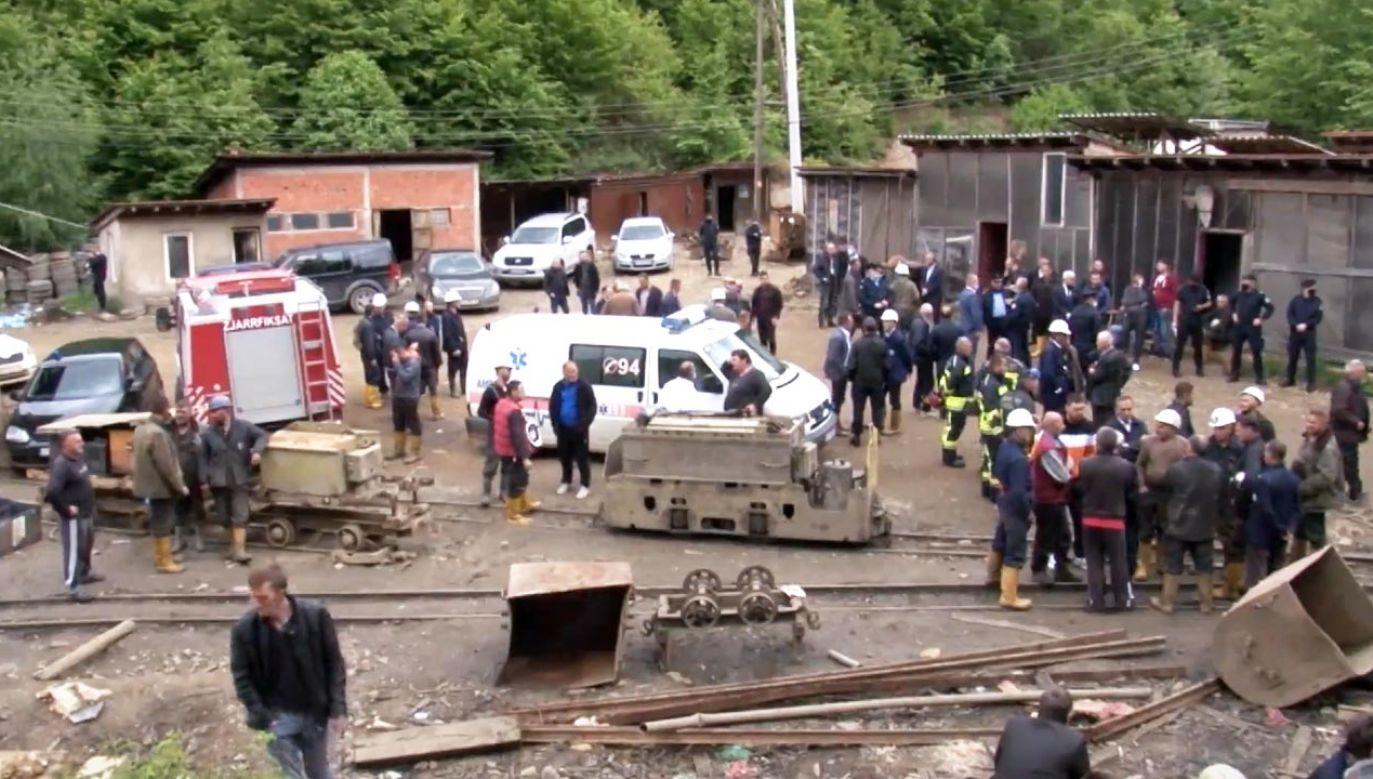 Do wypadku doszło we wtorek po nieoczekiwanym zawaleniu się masy skalnej w kopalni (fot. ZZRTK - RADIO TELEVISION KOSOVO)