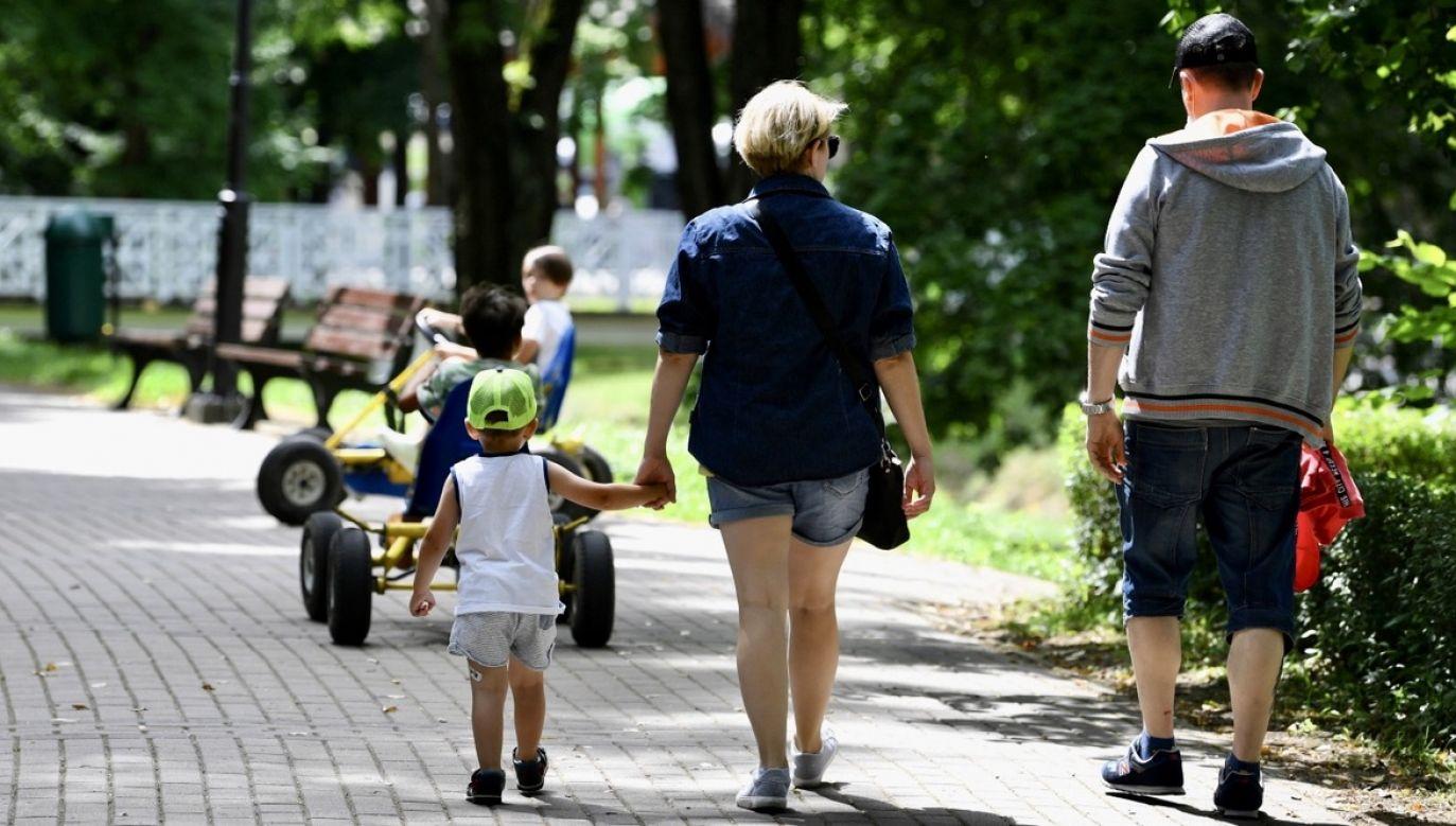 Ministerstwo poinformowało, że Polskie Bony Turystyczne, co do zasady, są dedykowane dla dzieci do 18. roku życia, w tym dzieci niepełnosprawnych (fot. PAP/Darek Delmanowicz, zdjęcie ilustracyjne)