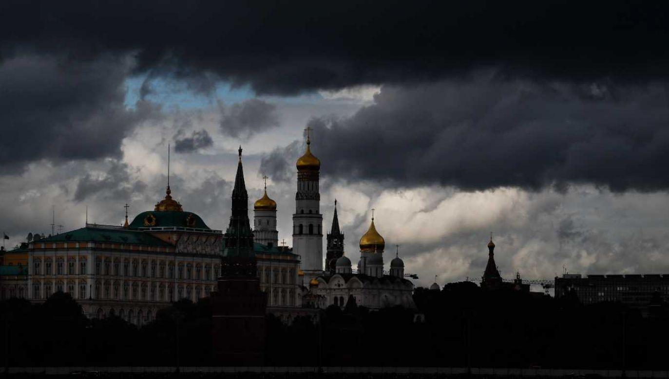 Rosja zaostrzyła kary za rozpowszechnianie fałszywych wiadomości na temat epidemii (fot. PAP/EPA/YURI KOCHETKOV)