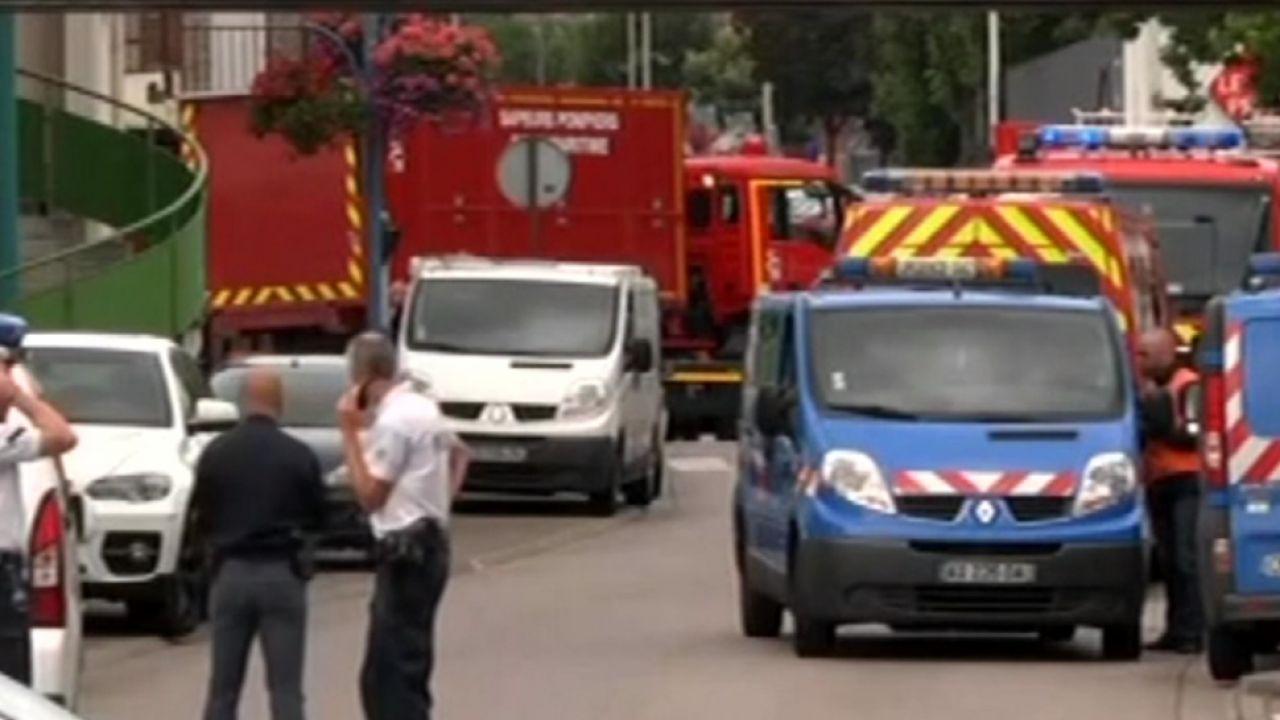 Dwóch mężczyzn napadło na kościół w Normandii (fot. TVP Info)