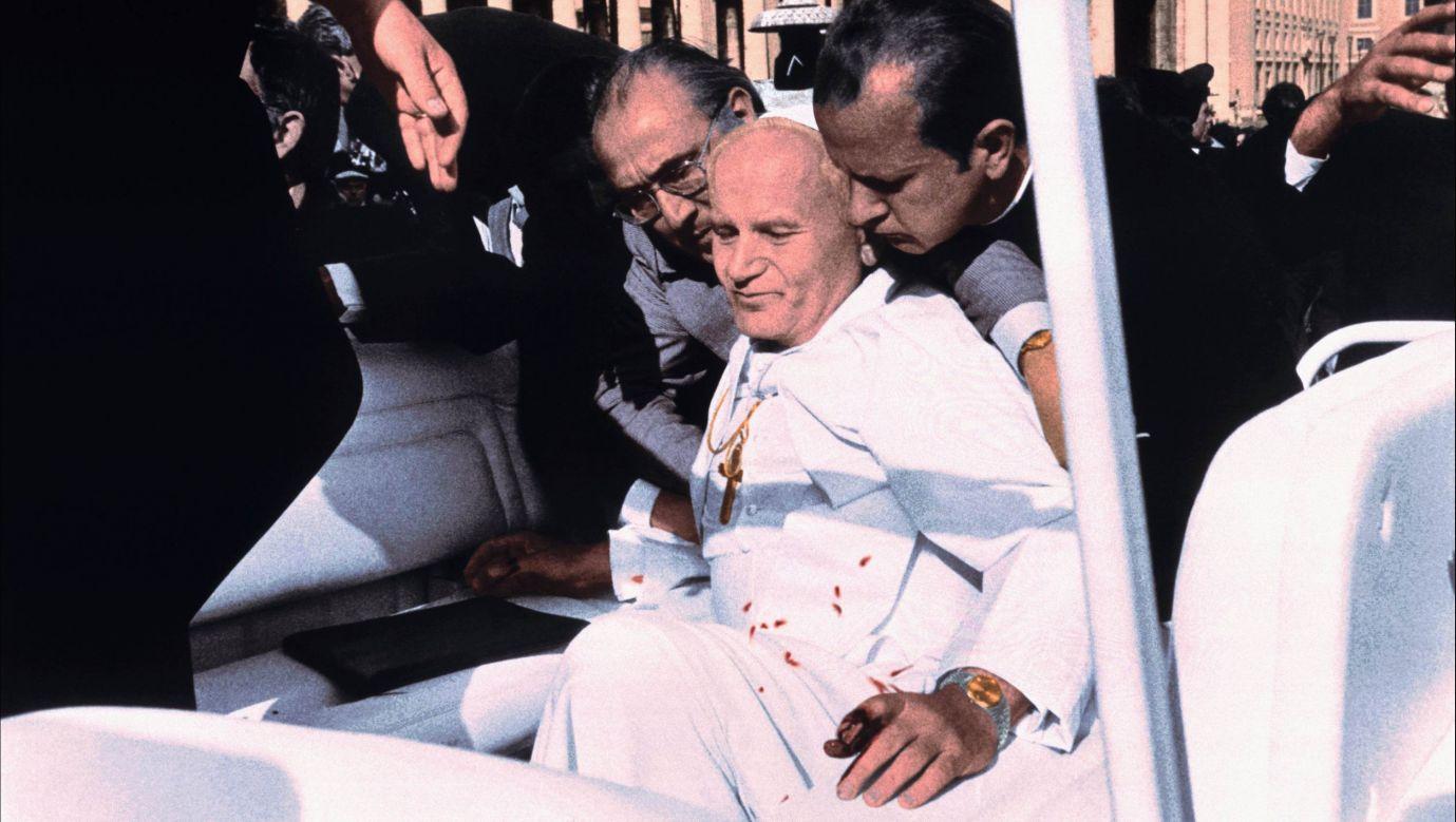 Koloryzowane zdjęcie z zamachu na Jana Pawła II z 13 maja 1981 roku. Fot.  API/Gamma-Rapho via Getty Images