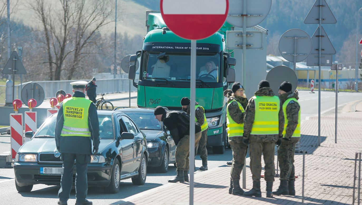 Obowiązkowa kwarantanna po przyjeździe z Czech i Słowacji – kogo dotyczy? (fot. Krzysztof Zatycki/NurPhoto via Getty Images)