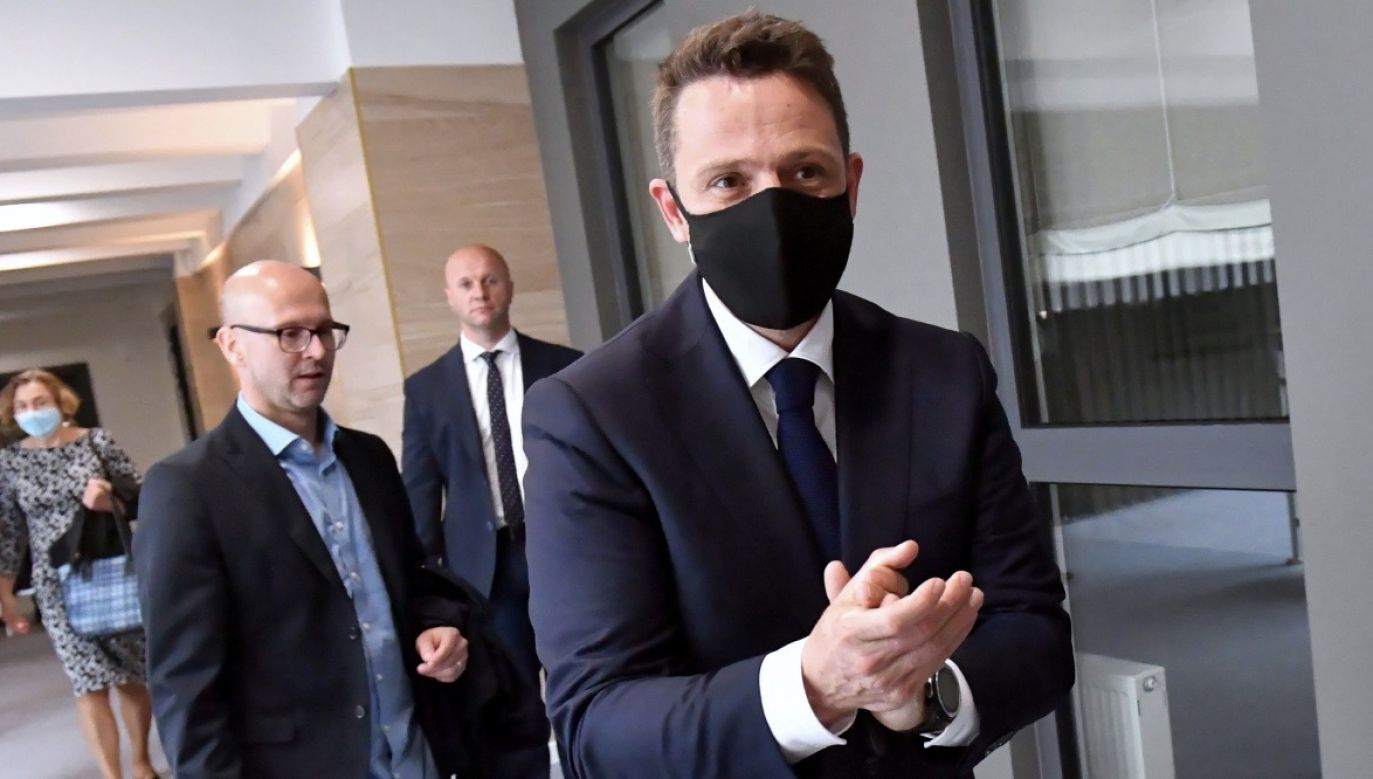 Kandydat PO na prezydenta Rafał Trzaskowski chciałby przesunąć największe inwestycje o kilka lat (fot. PAP/Marcin Bielecki)