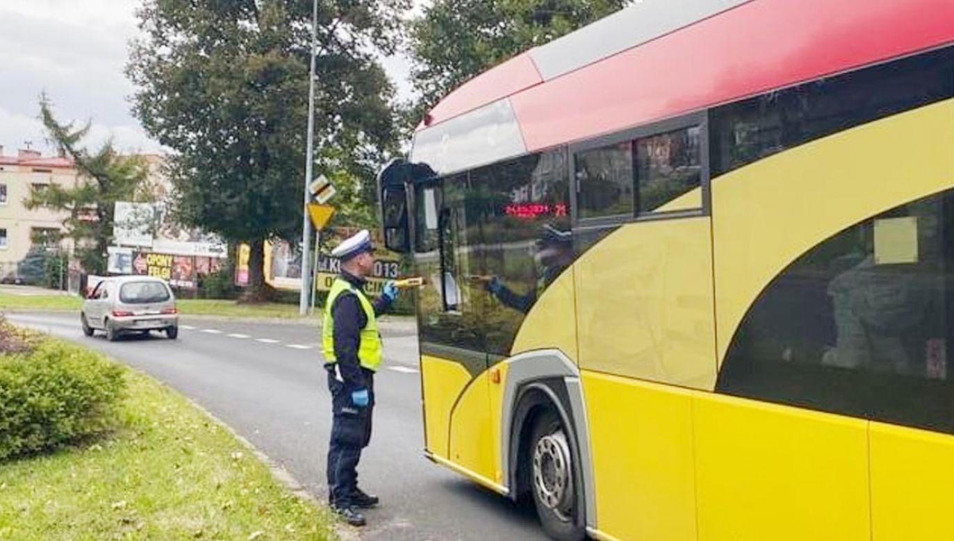 """Małopolska policja prowadzi we wrześniu akcję """"Bezpieczna droga do szkoły"""" (fot. Policja)"""