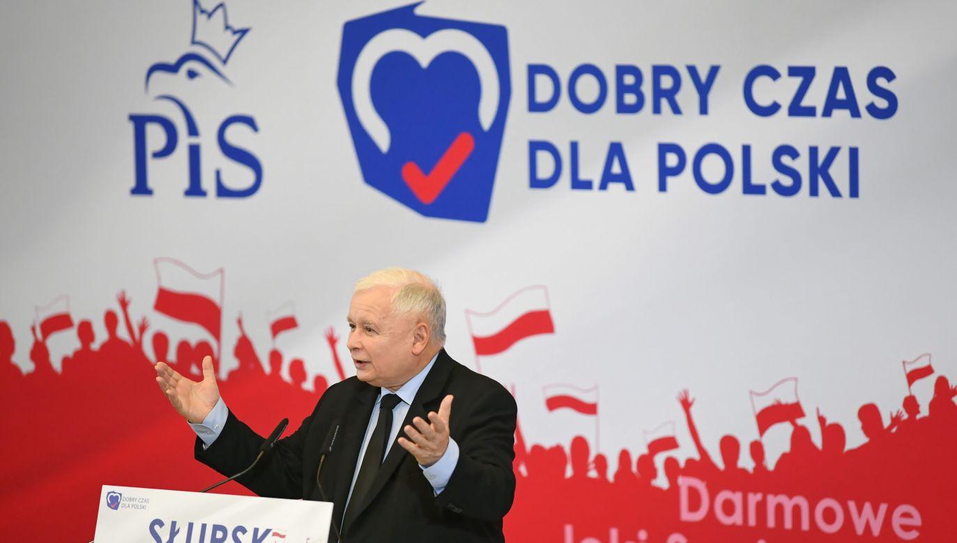 Prezes PiS Jarosław Kaczyński w czasie konwencji wyborczej swojego ugrupowania w Słupsku (fot. PAP/Adam Warżawa)