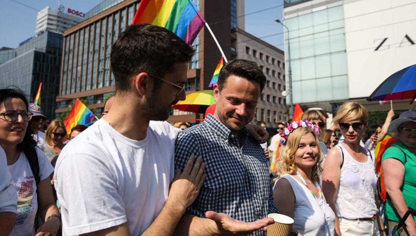 Rafał Trzaskowski na tzw. Paradzie Równości w stolicy, w czerwcu 2019 roku (fot. FORUM/Andrzej Hulimka)