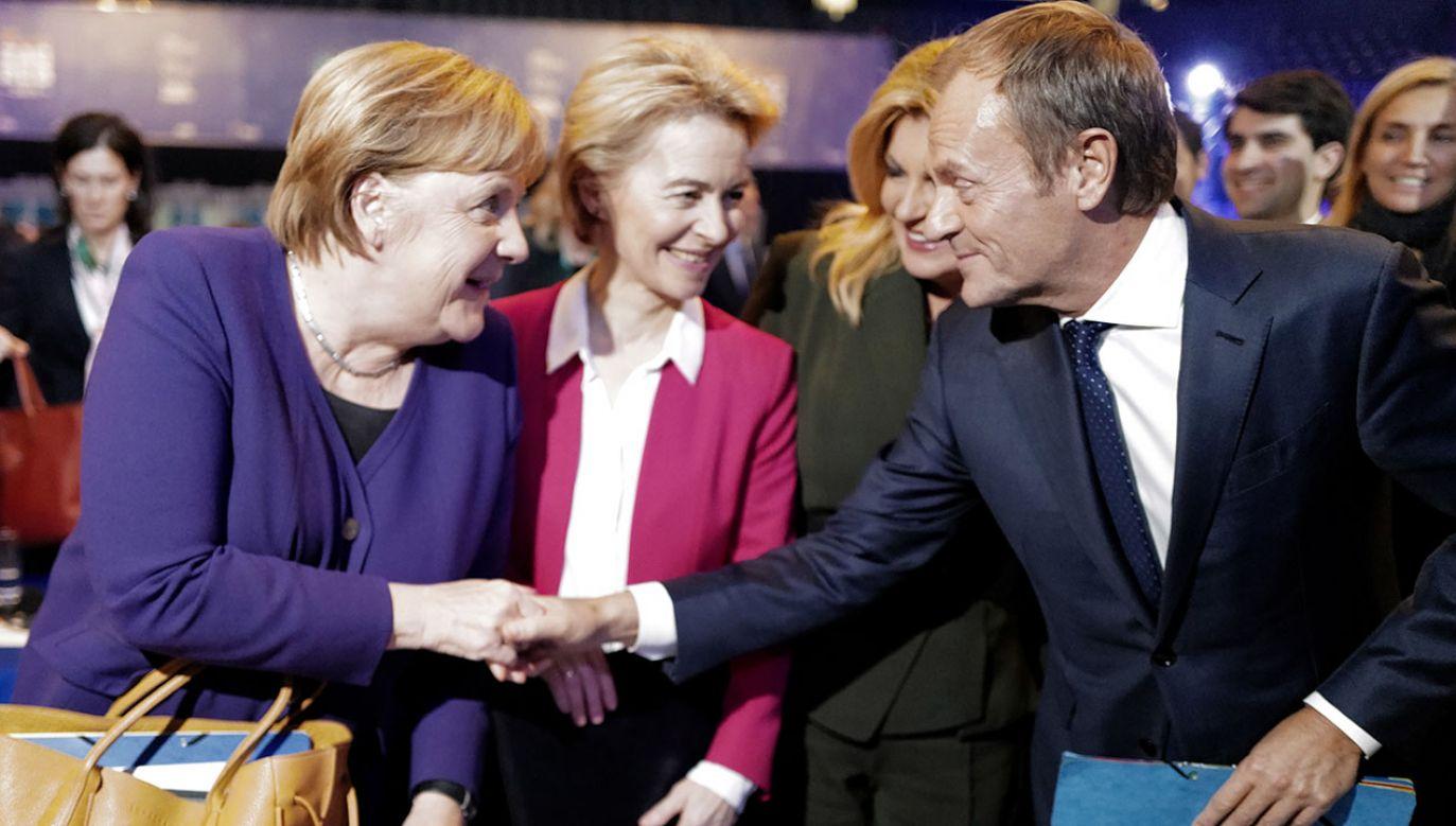 Senator Jackowski z PiS-u twierdzi, że Donald Tusk zawdzięcza międzynarodową karierę kanclerz Merkel (fot. PAP/ EPA/ANTONIO BAT)
