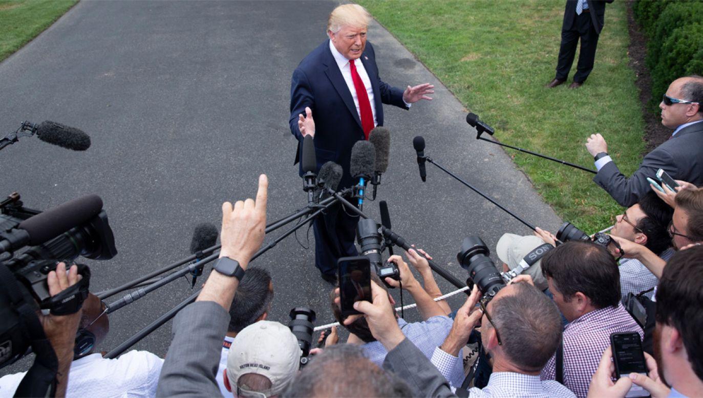 """Wpisy Donalda Trumpa na Twitterze zostały odebrane jako """"rasistowskie"""" (fot. PAP/EPA/MICHAEL REYNOLDS)"""