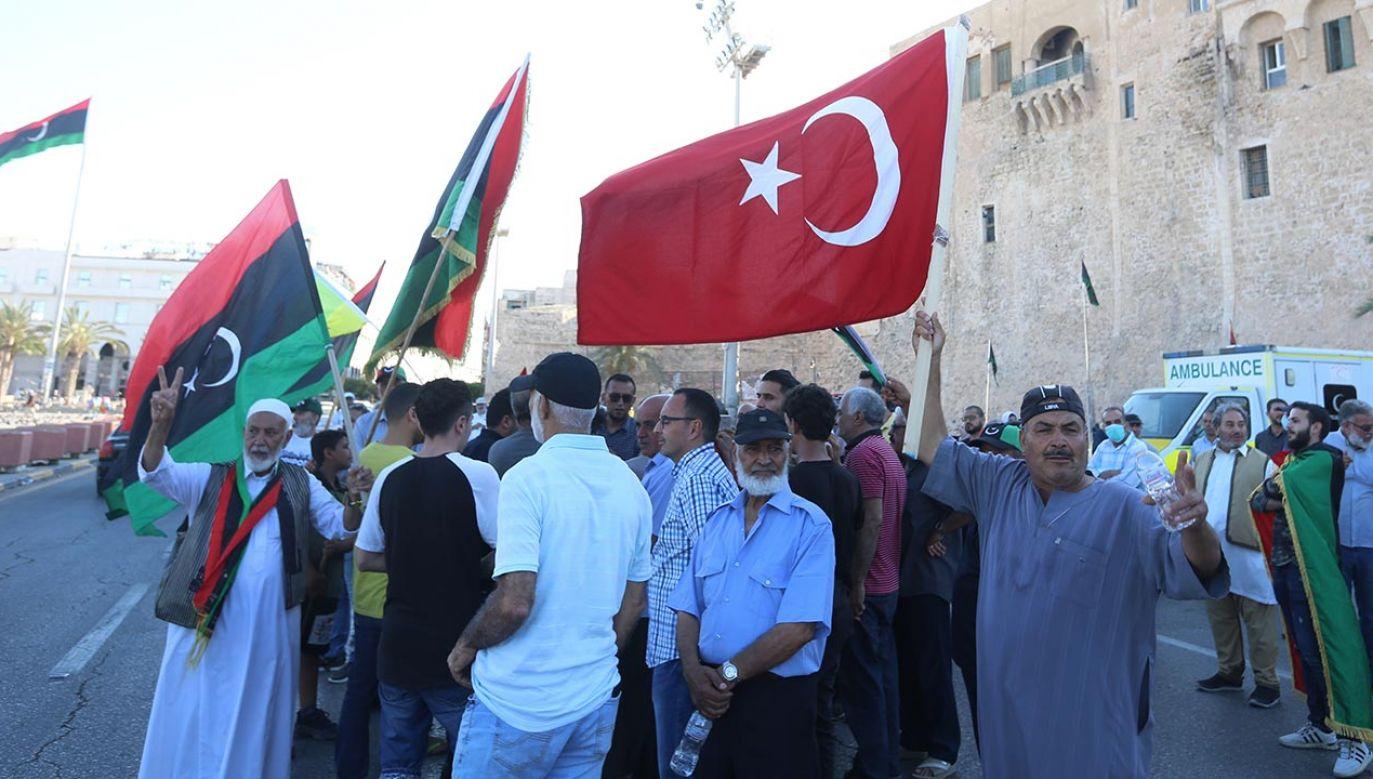 Obie strony we wzajemnych walkach były zbyt słabe by opierać się wyłącznie na siłach własnych (fot. Hazem Turkia/Anadolu Agency via Getty Images)
