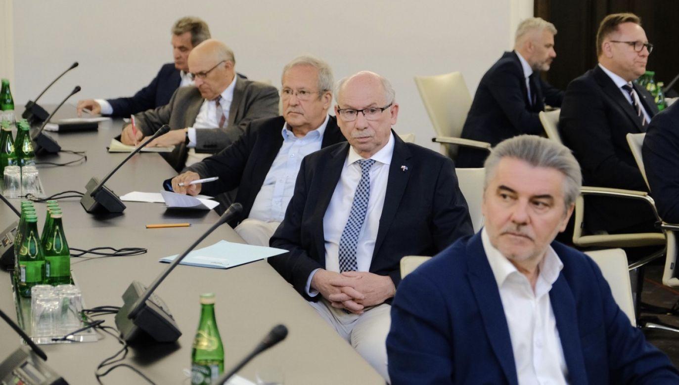 Senatorowie obawiają się koronawirusa po dwóch przypadkach w izbie wyższej parlamentu (fot. PAP/Mateusz Marek)