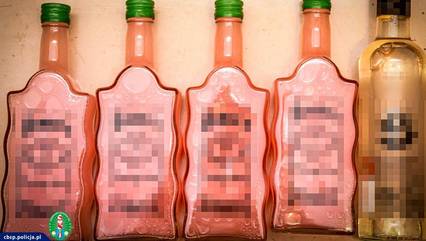 Butelki ze śliwowicą nie wzbudzały podejrzeń (fot. CBŚP, SG)
