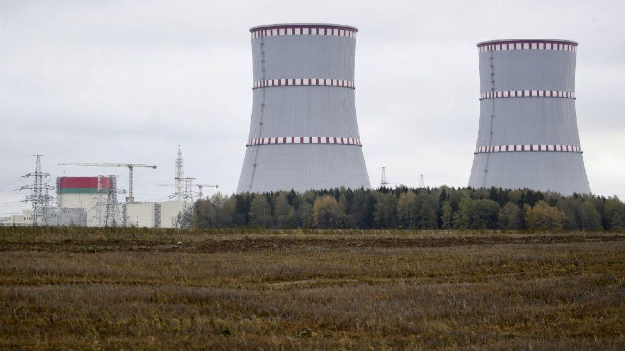Elektrownia atomowa w Ostrowcu na Białorusi znajduje się zaledwie 20 km od granicy z Litwą (fot. Natalia Fedosenko\TASS via Getty Images)
