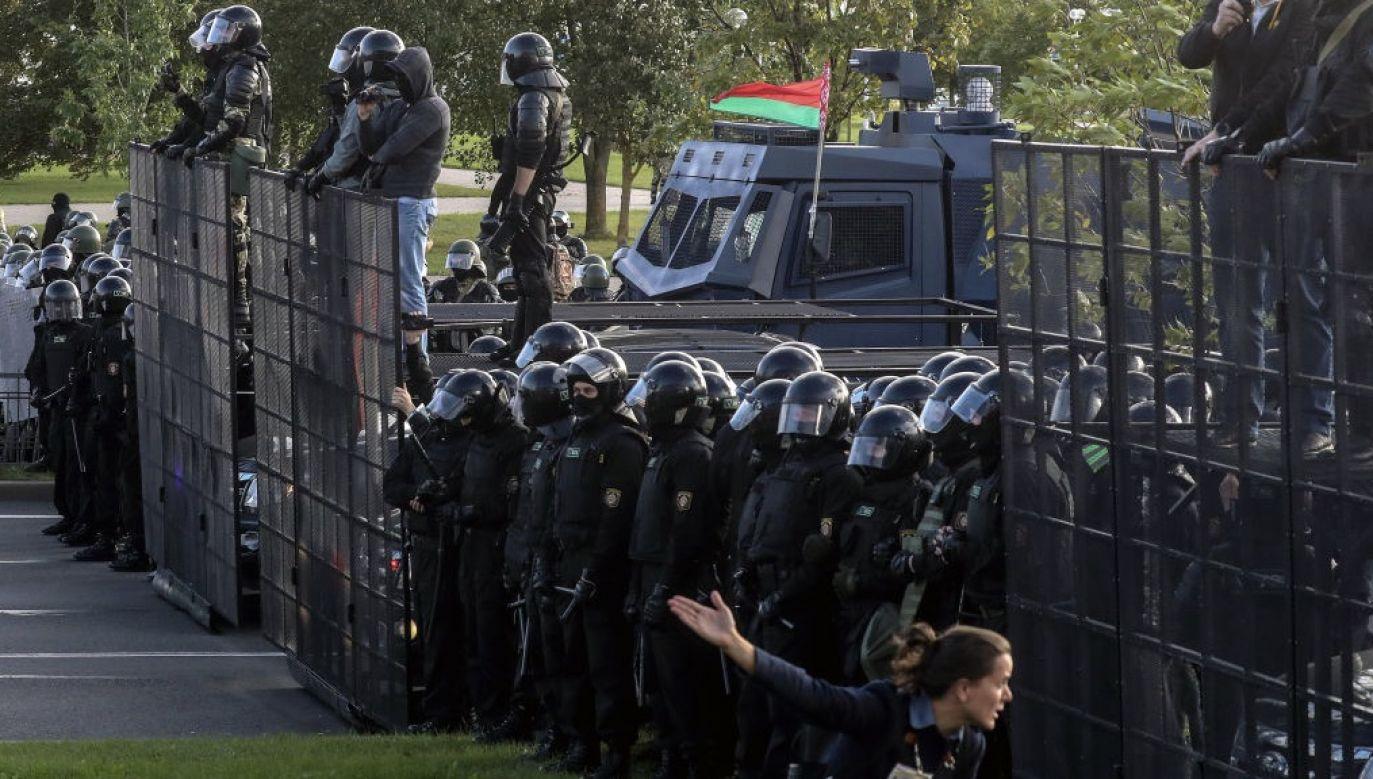 Już ponad tysiąc funkcjonariuszy odeszło spod rozkazów reżimu (fot. Valery Sharifulin\TASS via Getty Images)