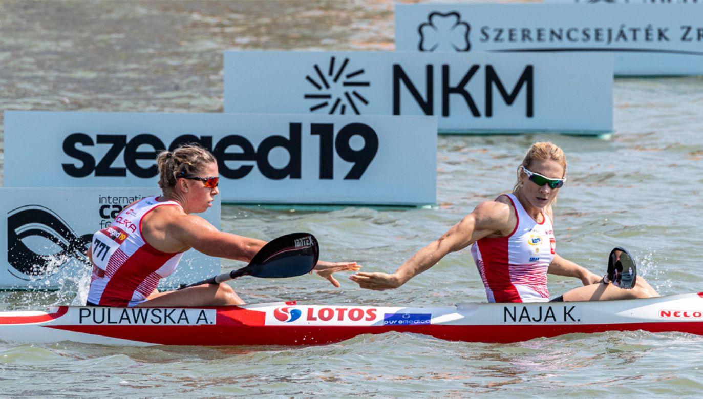 Karolina Naja i Anna Puławska były drugie w wyścigu na 500 m (fot. PAP/EPA/ZSOLT SZIGETVARY)