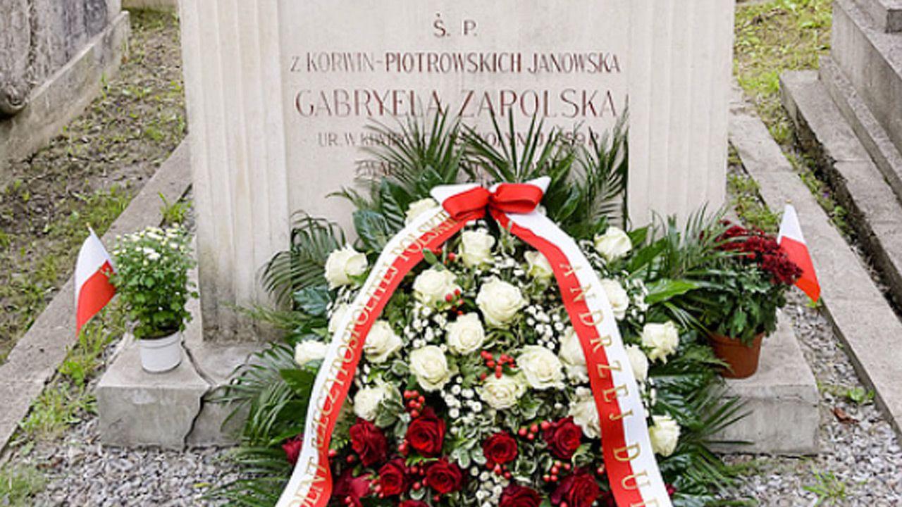 Wieniec został złożony na grobie pisarki na Cmentarzu Łyczakowskim we Lwowie (fot. prezydent.pl)
