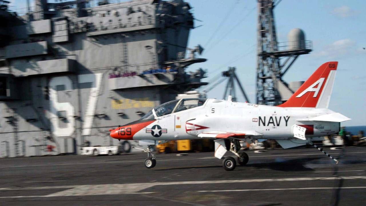 Piloci zdołali się katapultować (fot. US Navy)